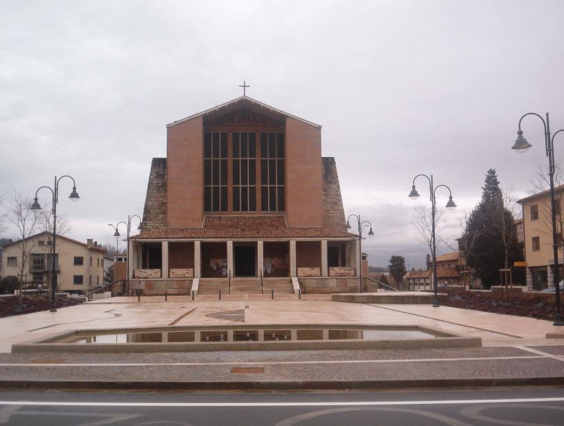 parrocchiale - piazzale e ingresso