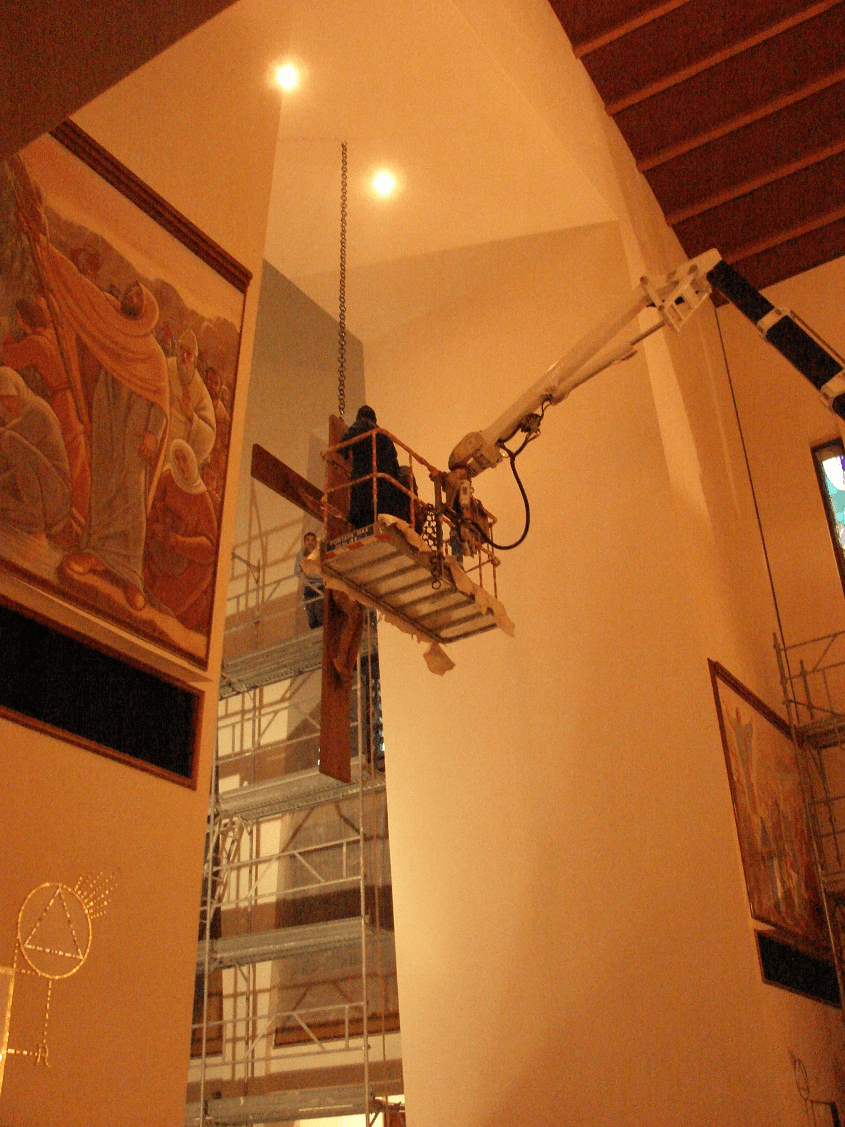 ristrutturazione 2007 u interno2 crocifisso